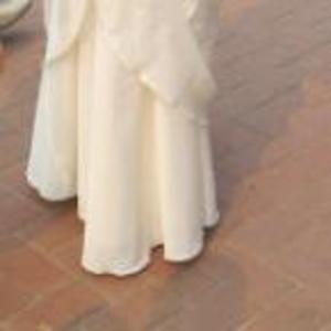 продам свадебное платье,  цвет шампань,  не пышное,  размер 42-44