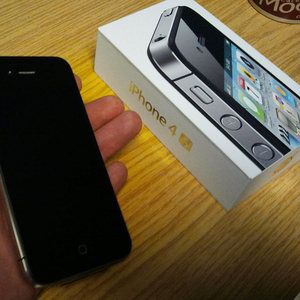 Apple iPhone 4S 64GB  @$550USD,  Apple IPAD 2 64GB Wi-Fi   3G на $400