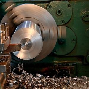 Услуги токарно-фрезерной обработки ,  резки металла.